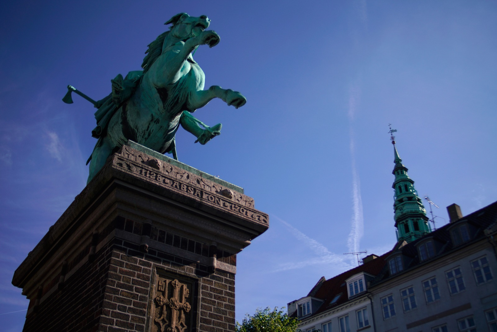 Event photography: The horseback rider Absalon at Højbro Plads - shot with Lomography Neptune