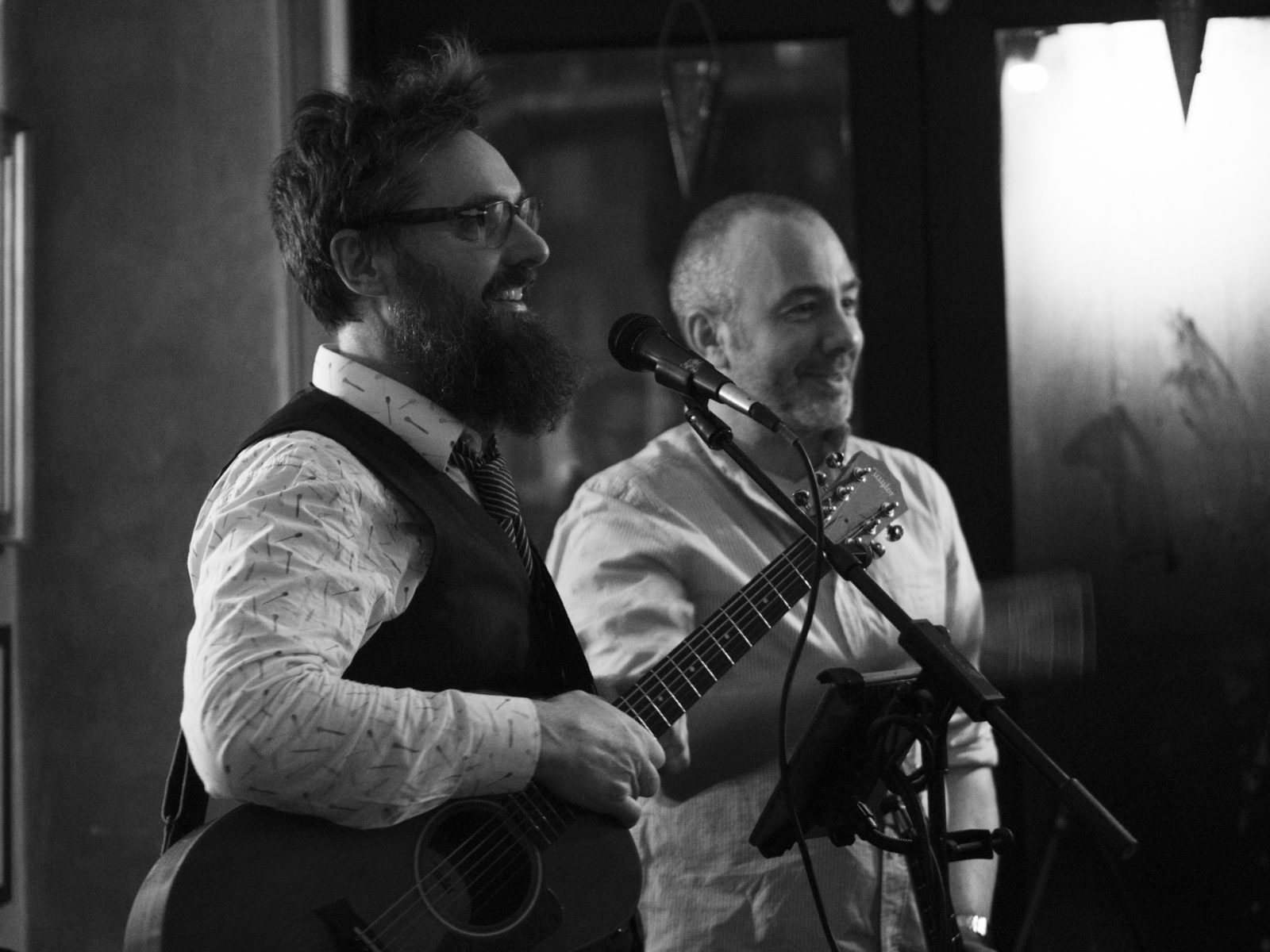 Music video production: Peter and Michael from Hund i Snor greeting the audience