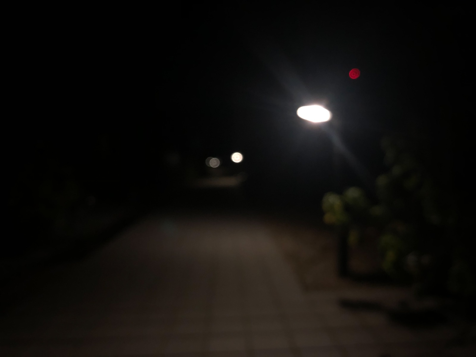 Normal, round bokeh from standard lens